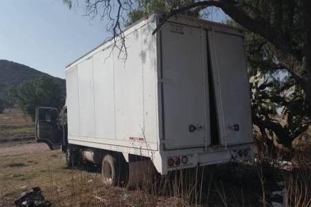Policía de Tizayuca asegura alrededor de 8 mil litros de combustible que estaba oculto en un camión de carga