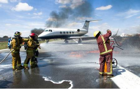 Realizan simulacro de accidente en pista de aeronave en el Aeropuerto Ing. Juan Guillermo Villasana de Pachuca2