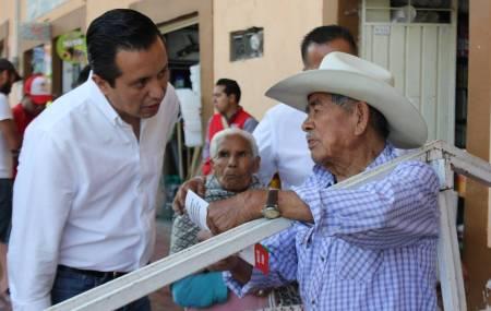 Roberto Núñez comprometido con legislar proyectos de desarrollo social y económico1