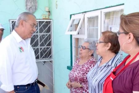 Rodolfo Paredes mediante diálogo con la gente fortalece sus propuestas.jpg