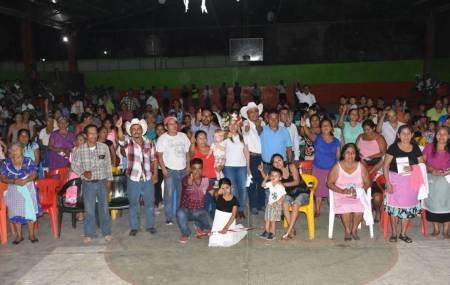 Sayonara Vargas realiza gira de proselitismo en Tlanchinol