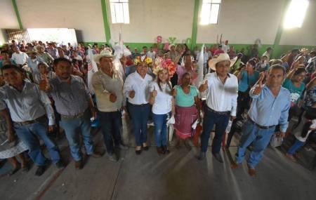 Sayonara Vargas realiza gira de proselitismo en Tlanchinol2