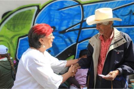 Trabajadores de la construcción y comerciantes con Corina Martínez