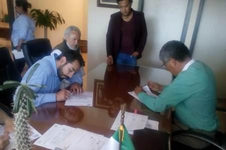 Trabajadores del Ayuntamiento de Tizayuca tendrán acceso a programa de becas para continuar estudios universitarios