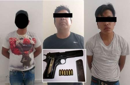 Trio de sujetos fueron detenidos en Tizayuca, luego que golpeaban a un vigilante, al cual uno de ellos le apuntaban con un arma