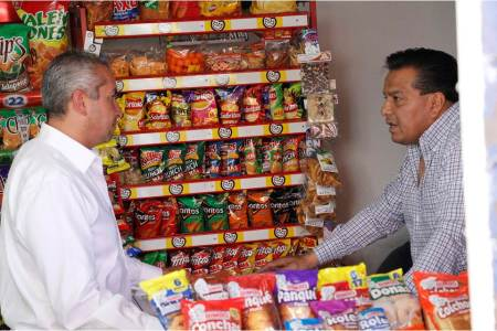 Vecinos de Infonavit Venta Prieta externan necesidades a Sergio Baños2