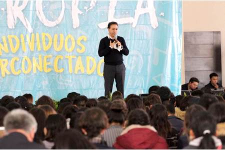 Alex González valora opinión de los jóvenes