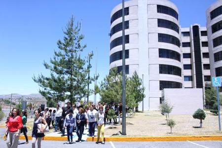 Capacitan a personal de la UAEH para evacuar en caso de sismo