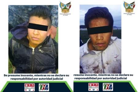 Detienen a dos sujetos y recuperan automóvil robado en centro comercial de Pachuca