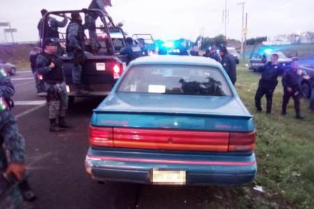 Detienen a dos sujetos y recuperan automóvil robado en centro comercial de Pachuca2