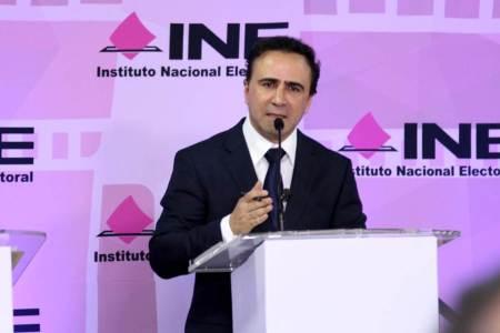 Firme, seguro y transparente, avanza a la victoria Alex González2
