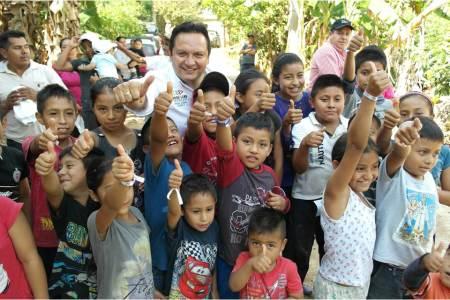 José Luis Espinosa propone que las becas para estudiantes sean acordes con cada región