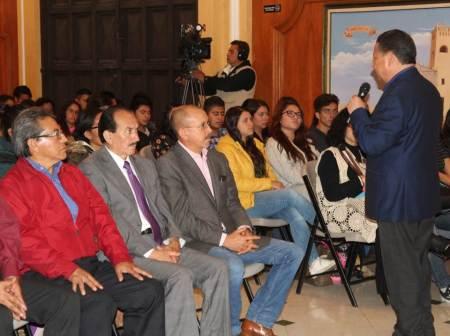 Julio Menchaca Salazar compromete más apoyo para la juventud hidalguense