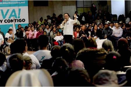Para llegar al senado, no basta sólo querer ayudar, Alex González2