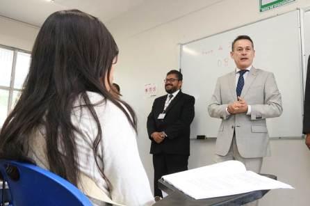 Presentan aspirantes examen de selección en UAEH