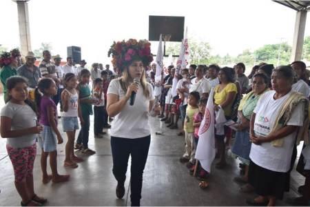 Se compromete Sayonara Vargas a impulsar la educación y mejorar los servicios de salud