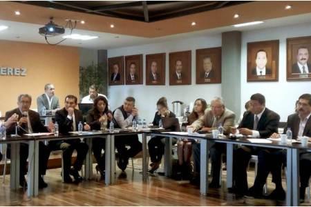 Atilano Rodríguez preside reunión de trabajo con personal de los niveles educativos