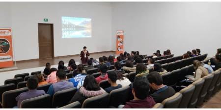 Capacitan a estudiantes de UTMIR en programas y servicios de financiamiento educativo