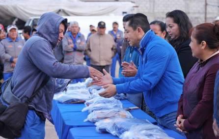 Encabeza alcalde Raúl Camacho Baños entrega de uniformes a personal de Servicios Municipales en Mineral de la Reforma2