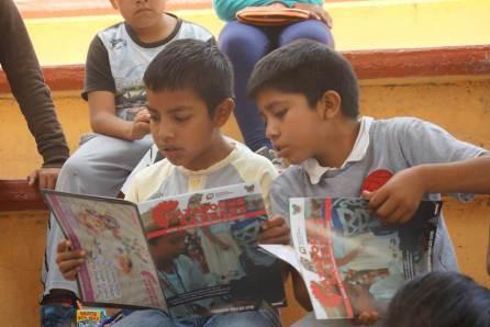 """Entrega de gaceta de Cazador@s de Saberes a estudiantes de la primaria """"Juan Escutia"""" de la comunidad de Chichimecas4"""