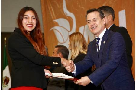 Entrega rector de UAEH 833 certificados de bachillerato