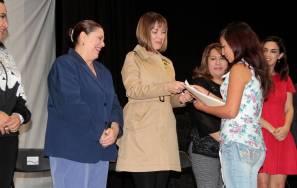 Entregan Becas de Apoyo a la Educación Básica de Madres Jóvenes y Jóvenes Embarazadas1