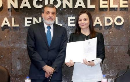 Nuvia Mayorga recibió del INE constancia como Senadora de la República Electa1.jpg