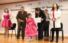 """Titular del DIF Hidalgo asiste a la Ceremonia de graduación del programa """"Sigamos aprendiendo en el hospital4"""