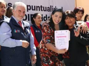 Titular del Sistema DIF Hidalgo entrega estímulos a servidores públicos1