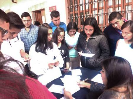 Acercan oportunidades de empleo a alumnos de UAEH2.jpg