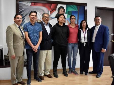 Atilano Rodríguez recibió a estudiantes de la UPMH que crearon aplicación tecnológica para mejorar convivencia escolar