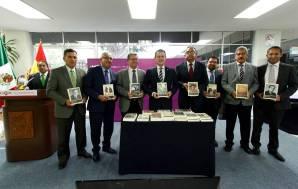 Entrega embajador a UAEH Biblioteca del Bicentenario de Bolivia4