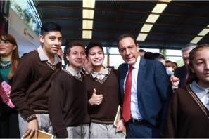 La educación es la herramienta que permite formar a mujeres y hombres de bien, Omar Fayad