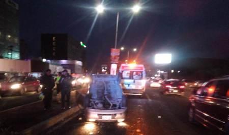 Protección Civil de Pachuca atiende volcadura de automóvil