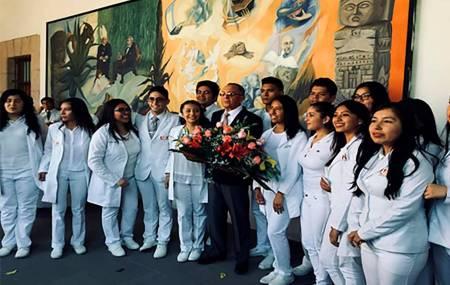 Realiza ESTl ceremonia de investidura para alumnos de medicina.jpg