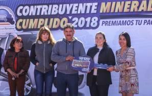 Recibe vecino de Paseos de Chavarría automóvil del sorteo Contribuyente Mineralreformense Cumplido 2