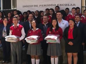 Sedeso entrega útiles, uniformes y libros de texto en la Región Huichapan