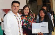 Sedeso premió a personas artesanas de concurso de bordados en Tenango de Doria4
