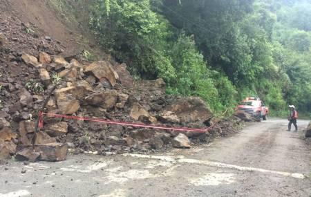 SOPOT realiza trabajos por derrumbe en la región de Molango1