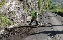 SOPOT trabaja en la extracción de derrumbes en Huehuetla1