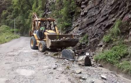 SOPOT trabaja en la extracción de derrumbes en Huehuetla2