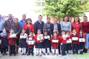 Arranca Raúl Camacho Baños; por segundo año la entrega de zapatos escolares en preescolares de Mineral de la Reforma