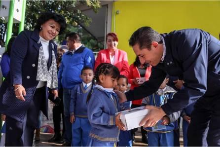 Arranca Raúl Camacho Baños; por segundo año la entrega de zapatos escolares en preescolares de Mineral de la Reforma4