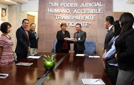 Entrega magistrada Blanca Sánchez censo de impartición de justicia1