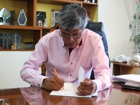 Gabriel García Rojas firma convenios en materia educativa