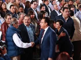 Gobernador acude al 2do informe de actividades en Acaxochitlán1