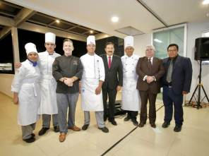 Orienta chef Klaus Tenbergen a alumnos de UAEH en sinfonía de sabor