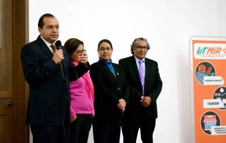 Padres y madres conocieron el modelo educativo que aplica la Universidad Tecnológica de Mineral de la Reforma1