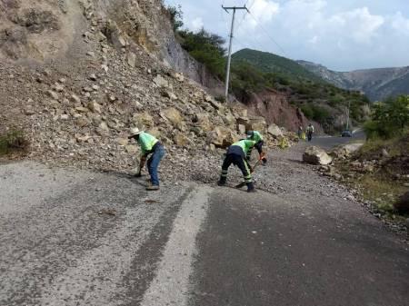 Atiende SOPOT derrumbe en la carretera Zimapán – Boquillas .jpg