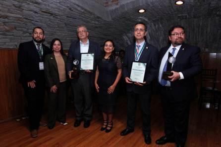 Entrega de premios AMPEI en Autónoma de Hidalgo